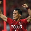 SAITAMA, JAPAN - MAY 23:  (EDITORIAL USE ONLY) Tomoaki Makino of Urawa Reds celebrate winning his team's 2-1 win in the J.League match between Urawa Red Diamonds and Kashima Antleres at Saitama Stadium on May 23, 2015 in Saitama, Japan.  (Photo by Etsuo Hara/Getty Images)